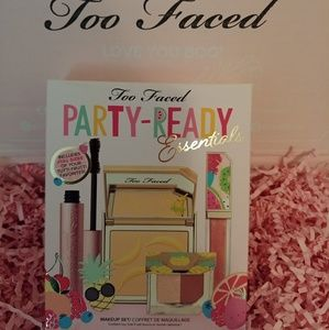 🍍NWT Too Faced Party Ready Essentials